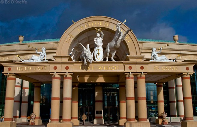 Trafford_centre_main_entrance