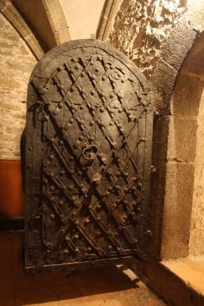 Old_door_of_secret_room_in_Church_of_Saint_Martin_in_Třebíč,_Třebíč_District