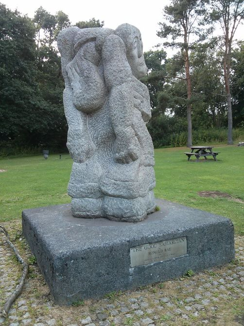 ronald_rae_statue