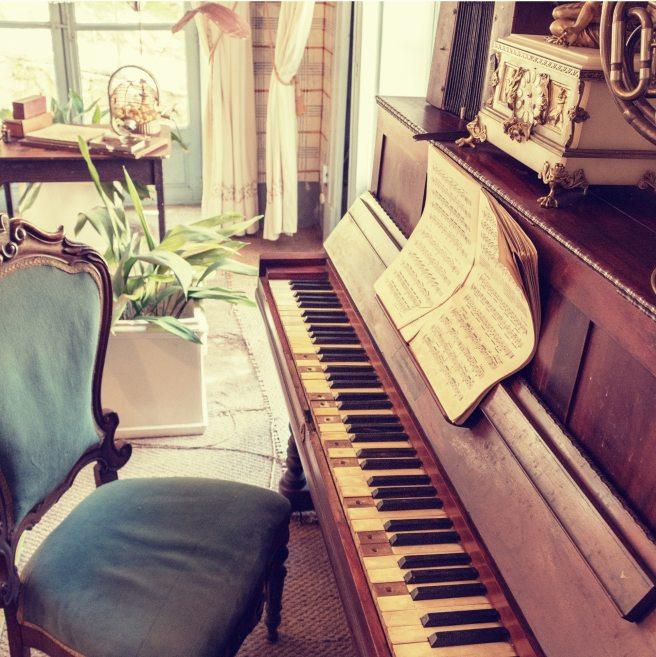 chair-music-musical-instrument-237469
